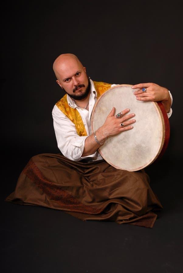 Musicion turc gras de percussion de tabla de tambour photographie stock