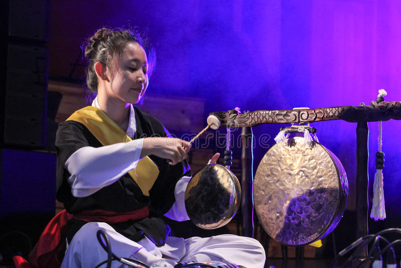 Musicista coreano giocatore jing immagine stock