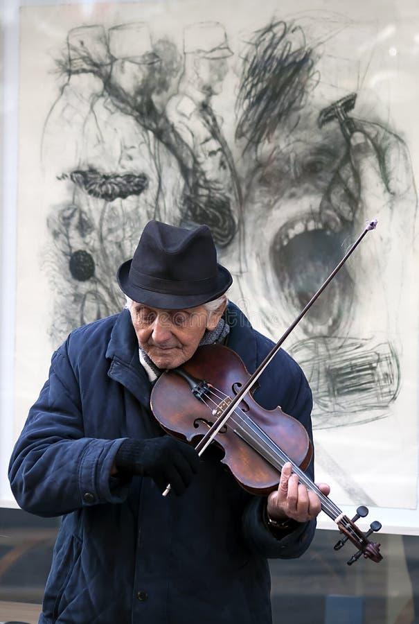 Musicista della via che gioca il violino fotografia stock libera da diritti
