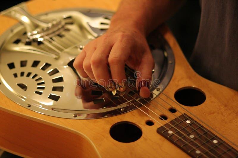 Musicista e Dobro dello studio fotografie stock libere da diritti