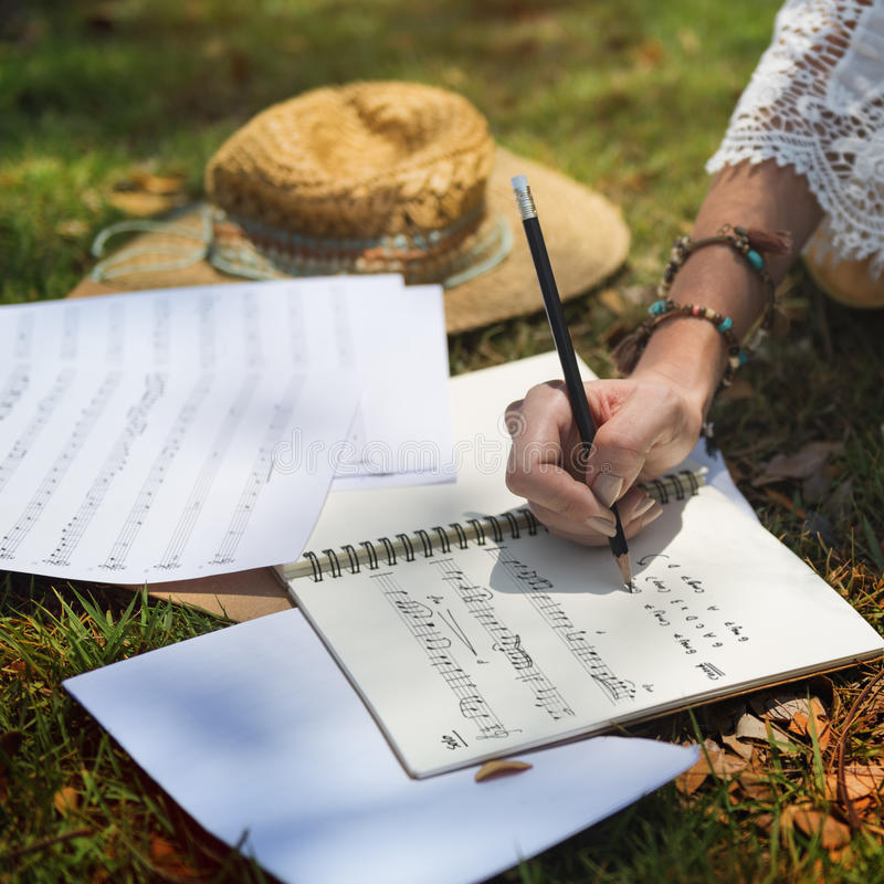 Musicista Songwriter Writing Concept di hippy immagine stock