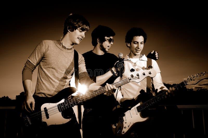 musicisti che effettuano i giovani immagini stock