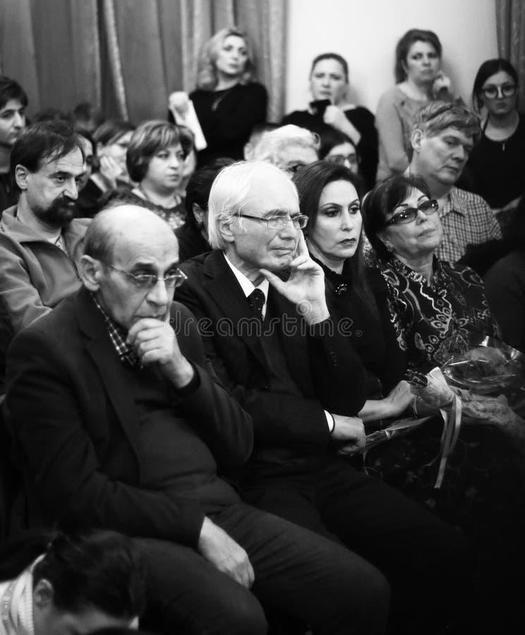Musicisti che eseguono alla sala da concerto di Aram Khachatryan immagine stock