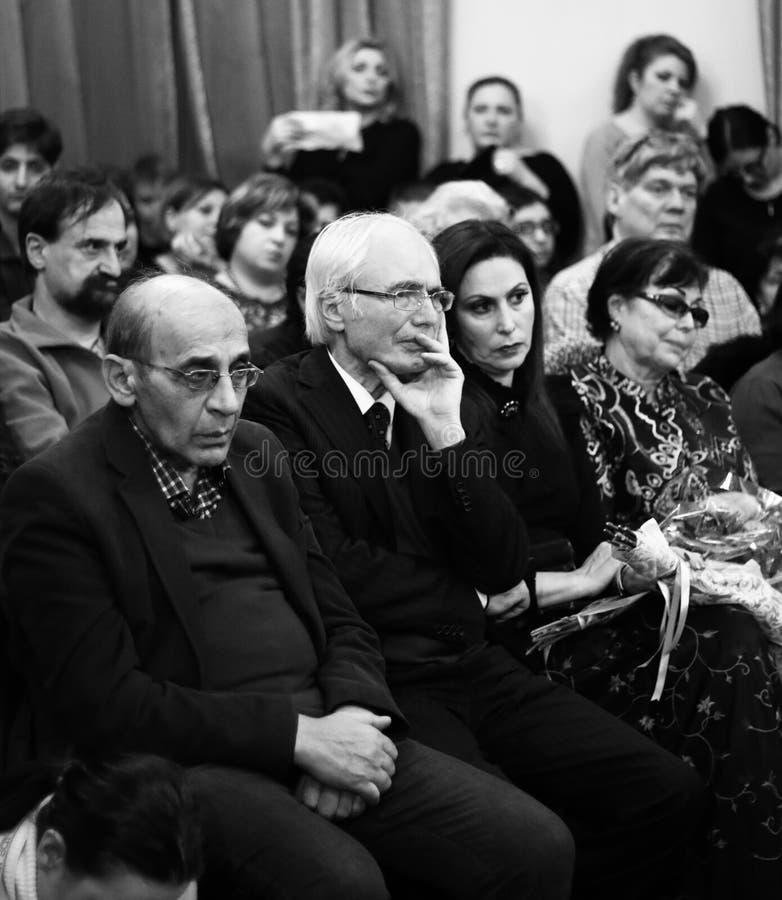 Musicisti che eseguono alla sala da concerto di Aram Khachatryan fotografia stock