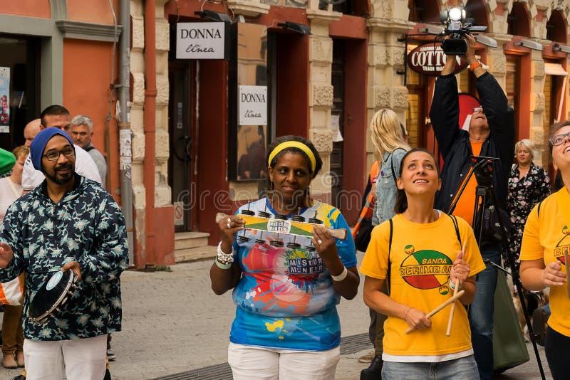 Musicisti della via ai giorni di evento del Brasile fotografie stock
