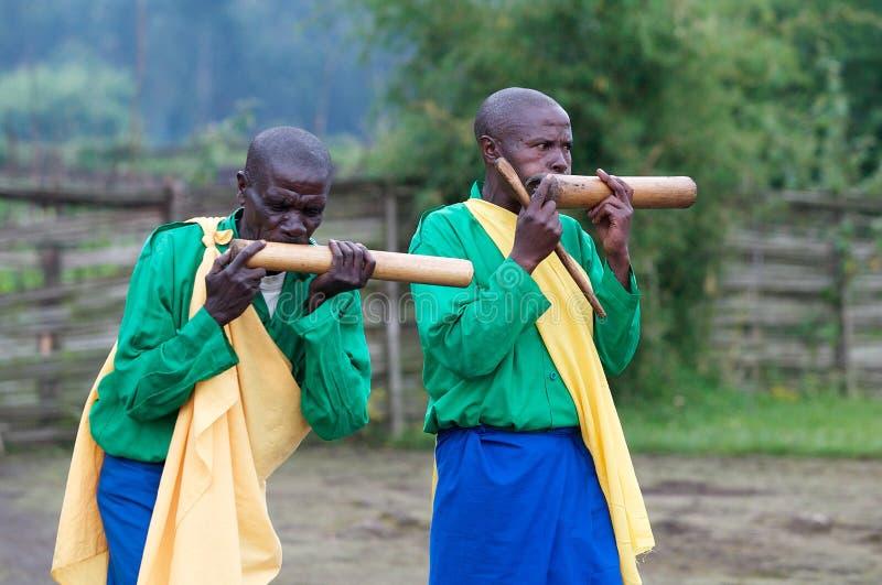 Musicisti ruandesi nel villaggio fotografie stock libere da diritti