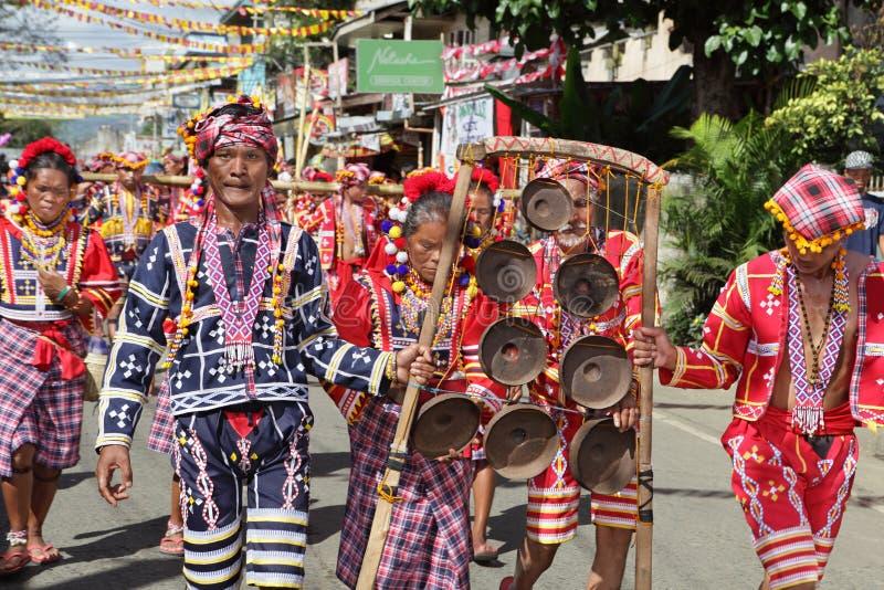 Musicisti tribali sfilanti Filippine immagini stock libere da diritti