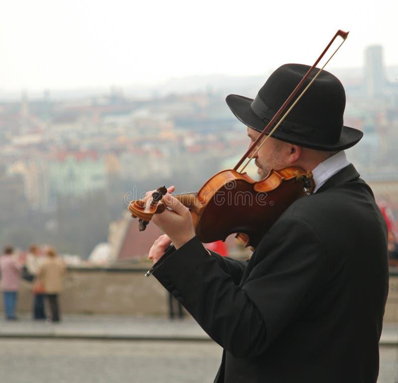 Musicus die de viool speelt royalty-vrije stock foto