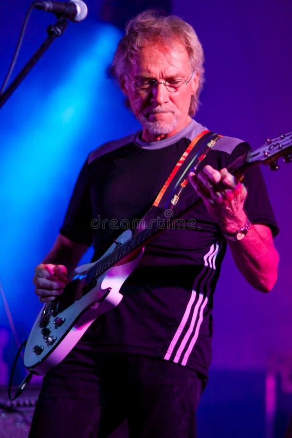 Musicus Lorne K Hemmerling op stadium met blauwband, Jackhammer royalty-vrije stock foto's