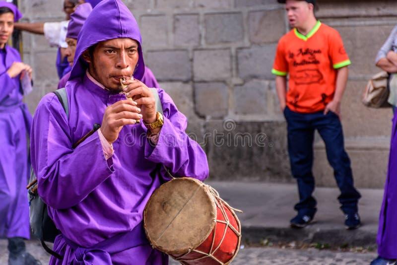 Musicus in optocht op eerste Zondag van Geleend, Antigua, Guatema stock fotografie