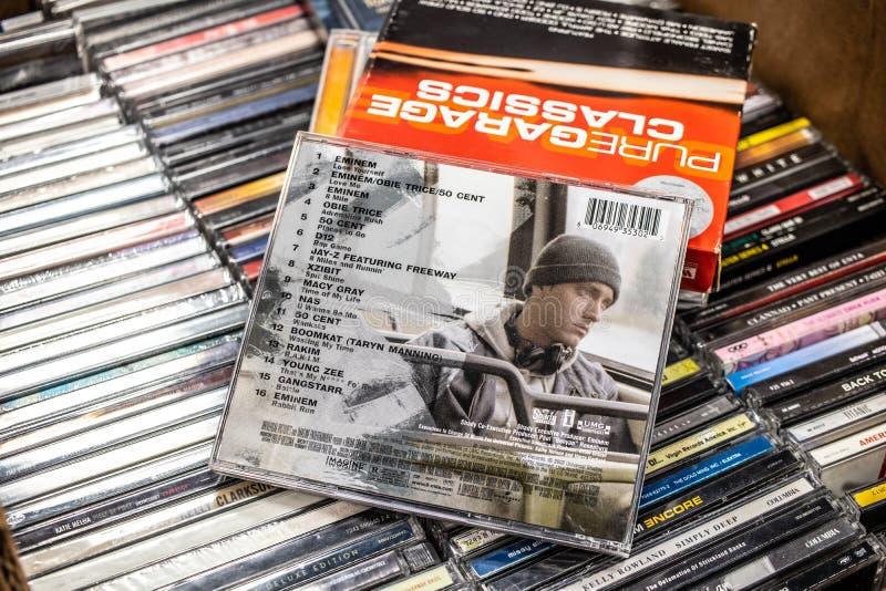 Musik f?r film f?r domstol f?r 8 milRD mobil vid det Eminem CDalbumet p? till salu sk?rm, ber?md amerikansk h?ftflygturrappare arkivfoton