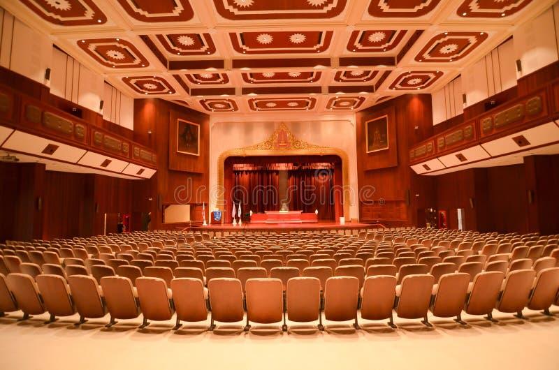 Musik Hall och teater på högskolakonster som bygger, Chulalongkorn universitet arkivbilder