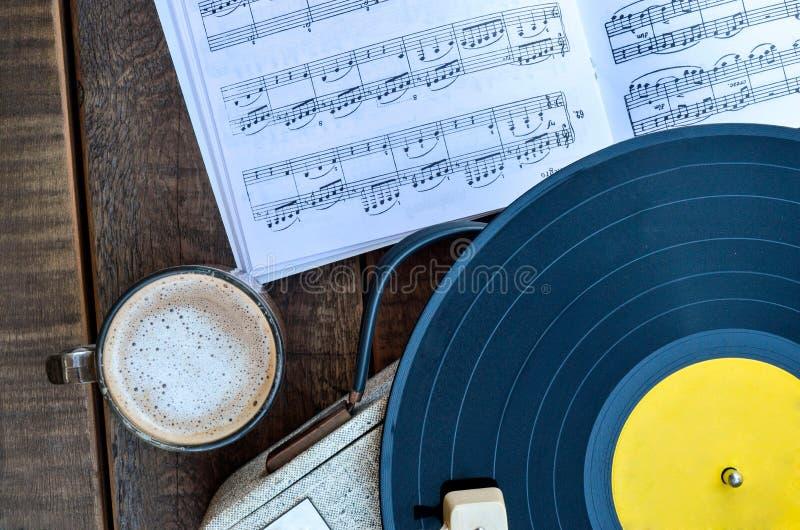 Musik & kaffe arkivbilder