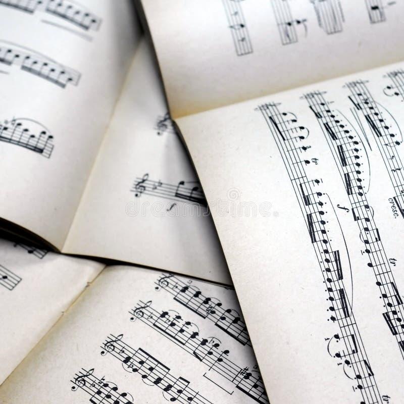 Musik merkt Hintergrund lizenzfreie stockfotografie