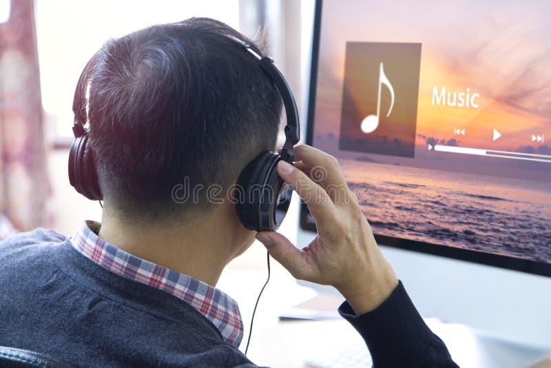 Musik som strömmar underhållning royaltyfri fotografi