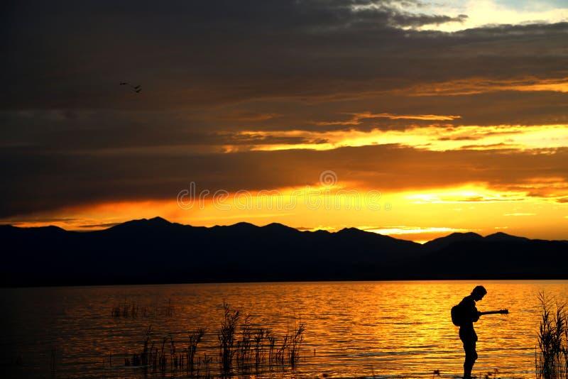 Musik vid solnedgång 1 arkivbild