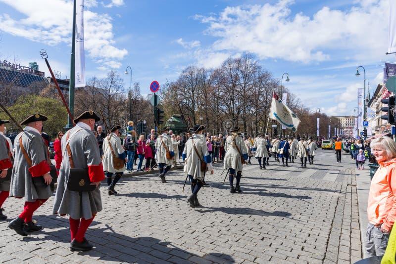 Musikalische Bänder führen durch die Straßen von Oslo, Norwegen vor stockbild