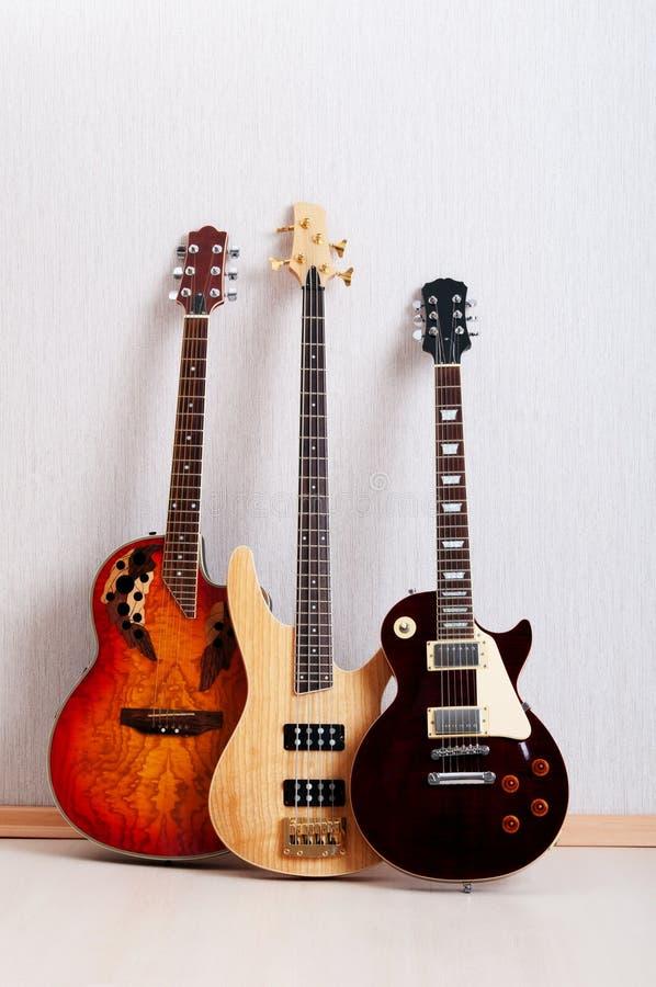 Musikalisches Konzept mit Gitarre lizenzfreies stockbild