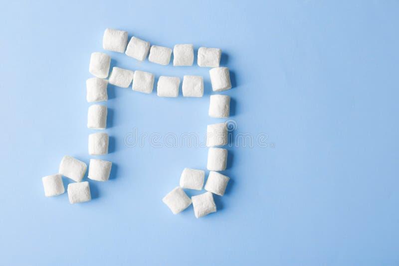 Musikalisk anmärkning som göras av marshmallowen royaltyfri fotografi