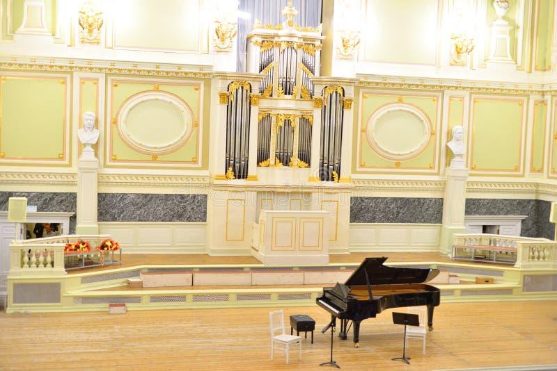 Musikalisk konsert i huvudsaklig korridor av det statliga akademiska kapellet royaltyfria bilder