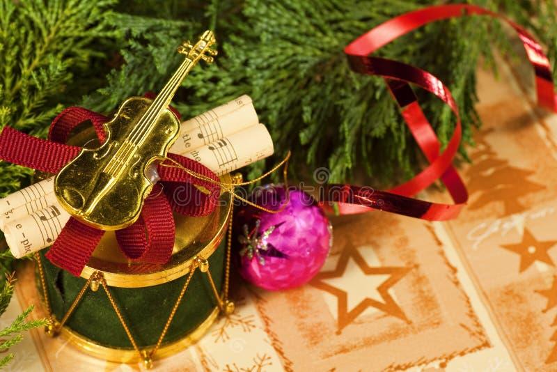 musikalisk prydnad för julmakro royaltyfria foton