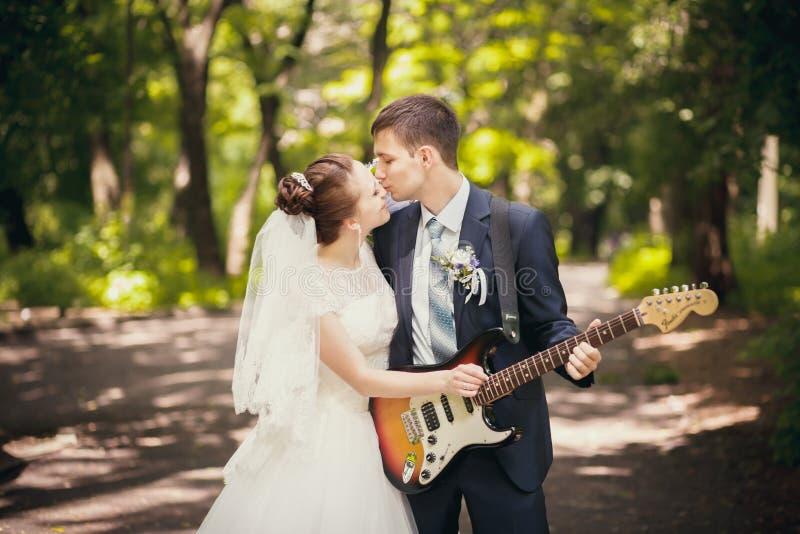 Musikaliskt bröllop royaltyfri foto