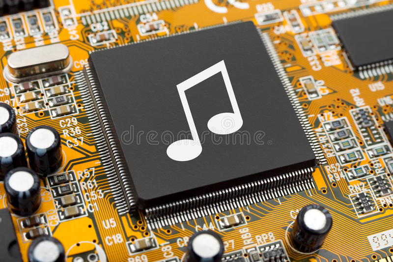 Musikanmerkung über Computer-Chip stockbild
