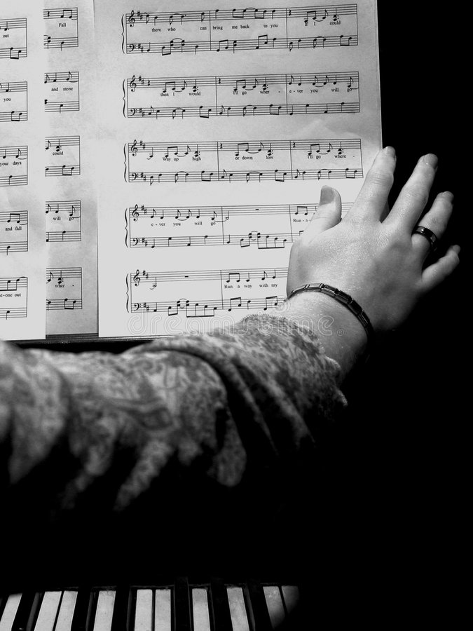 Download Musikark arkivfoto. Bild av händer, vitt, tangenter, spelrum - 33038