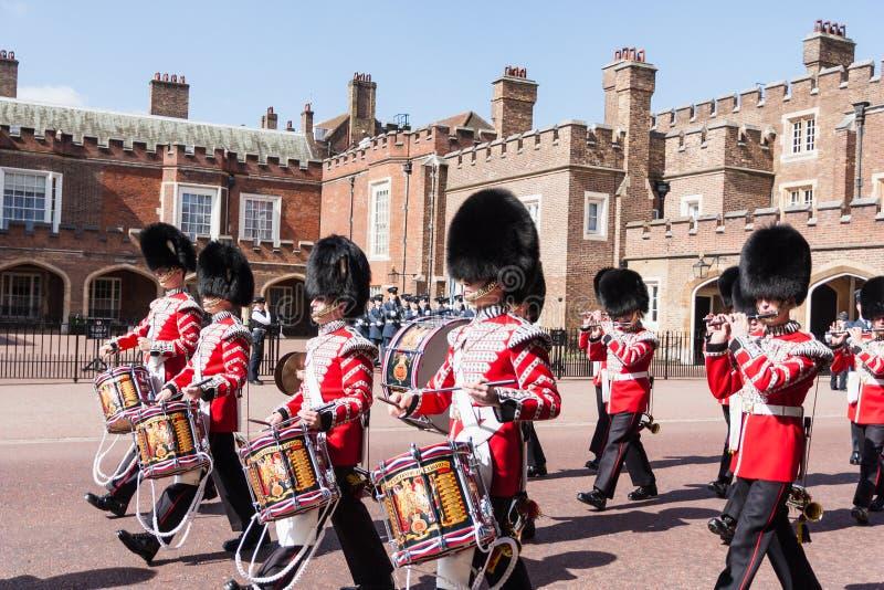 Musikband av grenadjären Guards royaltyfri foto