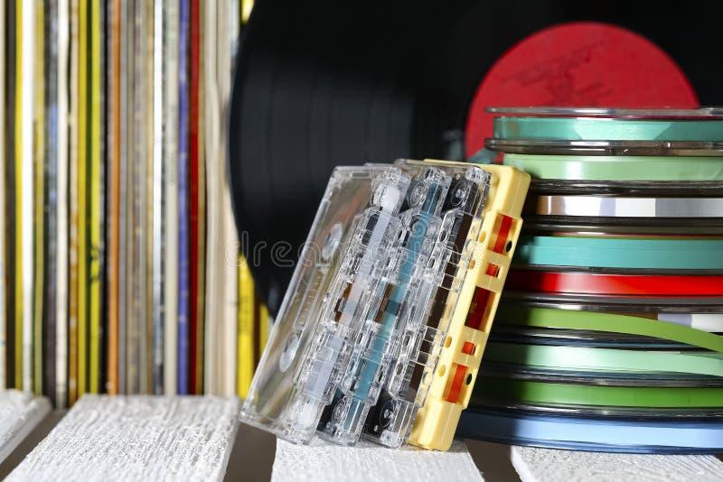 Musikband och vinylrekord arkivfoto