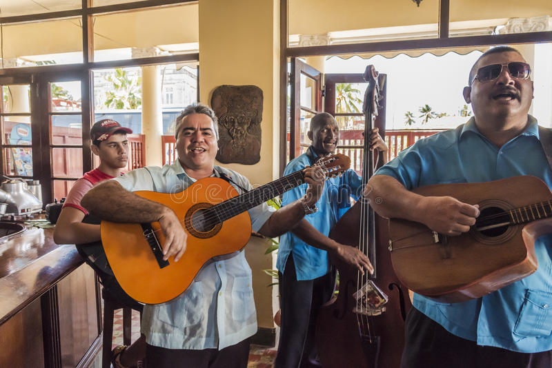 Musikband som spelar den Cojimar Kuban royaltyfria bilder