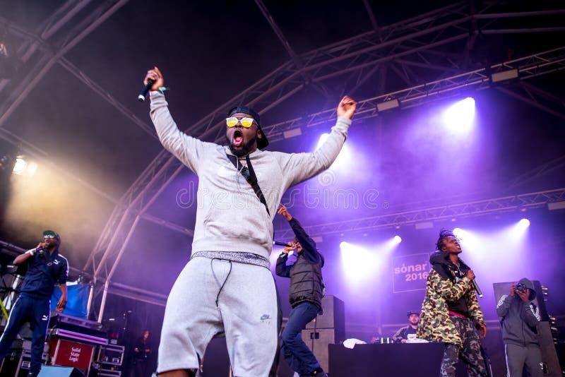Musikbandet för avsnittBoyz rap utför i konsert på sonarfestivalen fotografering för bildbyråer