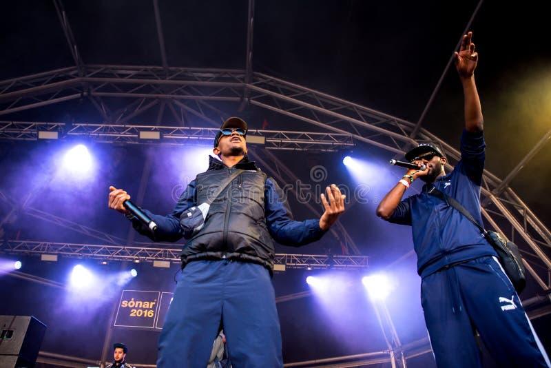 Musikbandet för avsnittBoyz rap utför i konsert på sonarfestivalen arkivfoto