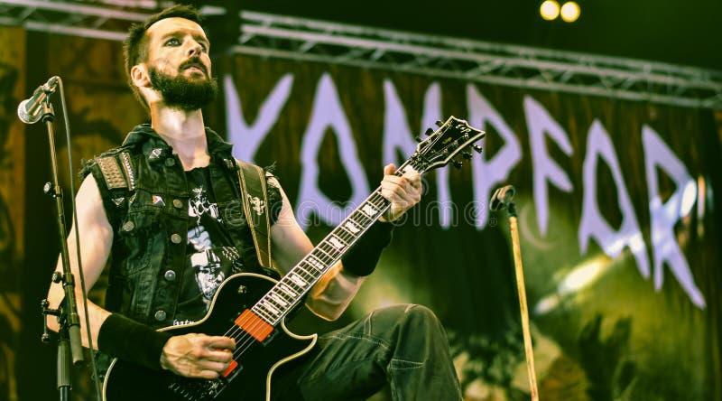 Musikbandet för metall för Kampfar skurkrollsvart bor i konserten 2016 royaltyfria bilder