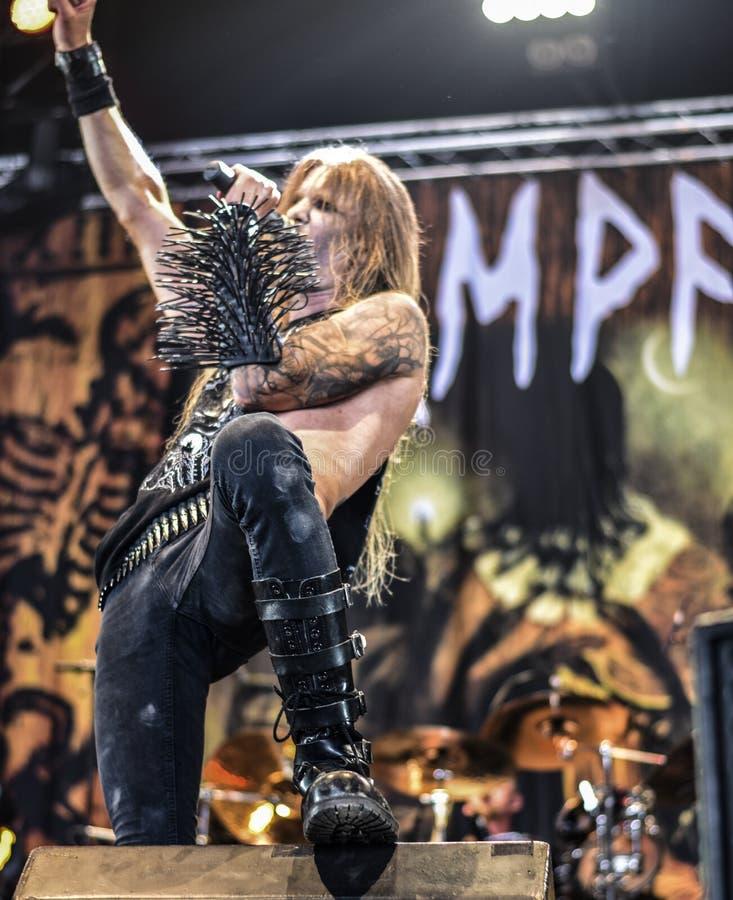 Musikbandet för metall för Kampfar skurkrollsvart bor i konserten 2016 fotografering för bildbyråer