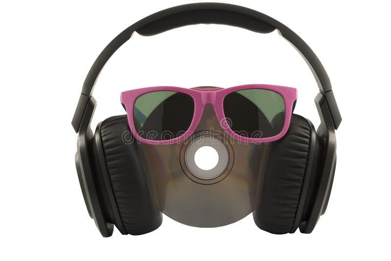 musikbegrepp, headphone och CD med solexponeringsglas royaltyfri foto