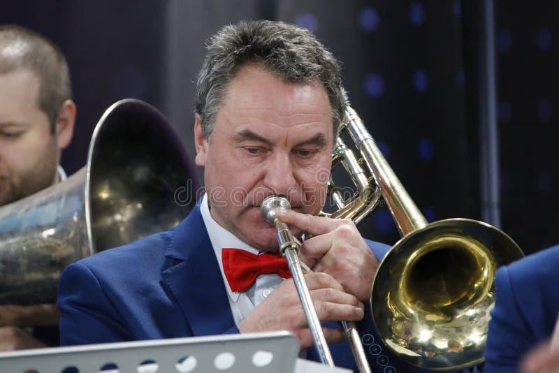 Musiker mit Trompete stockbilder