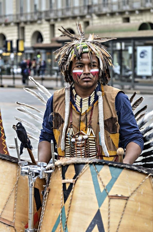 Musiker Native Americans royaltyfri bild
