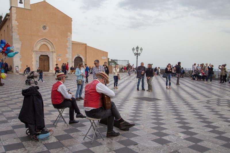Musiker på Taormina, Sicilien, Italien arkivbild