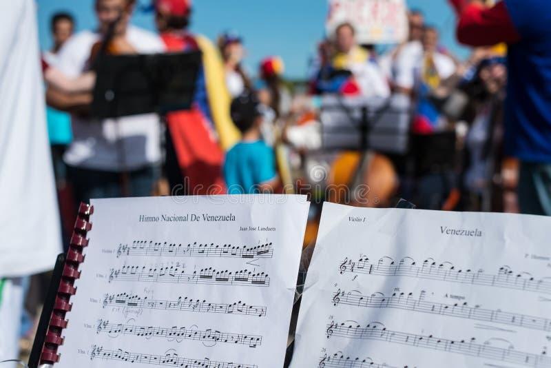 Musiker protestieren für Venezuela lizenzfreie stockfotos