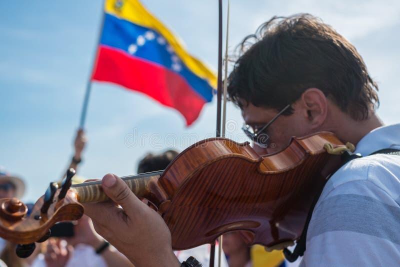 Musiker protestieren für Venezuela stockfotos
