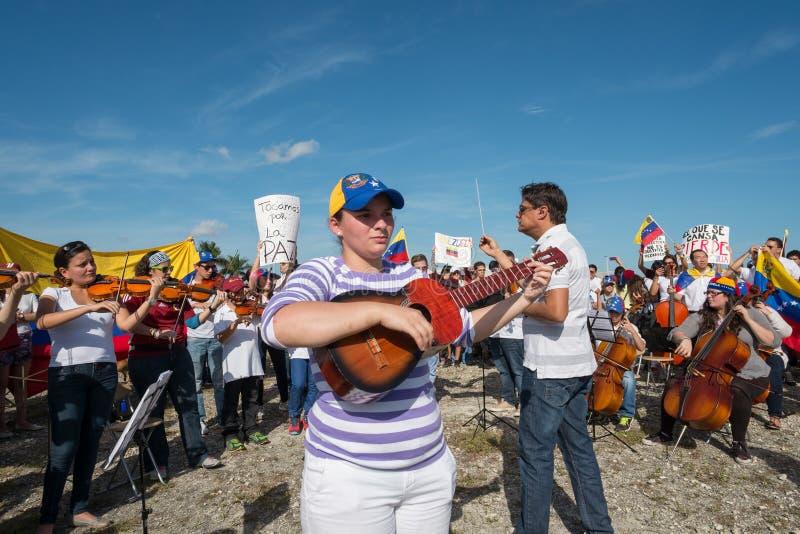 Musiker protestieren für Venezuela stockbilder