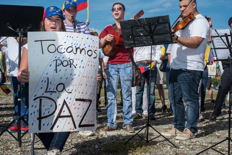 Musiker protestieren für Venezuela stockfoto