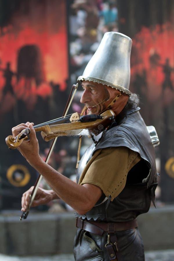 Download Musiker Som Leker I Thr-gata Redaktionell Fotografering för Bildbyråer - Bild av män, bild: 27281164