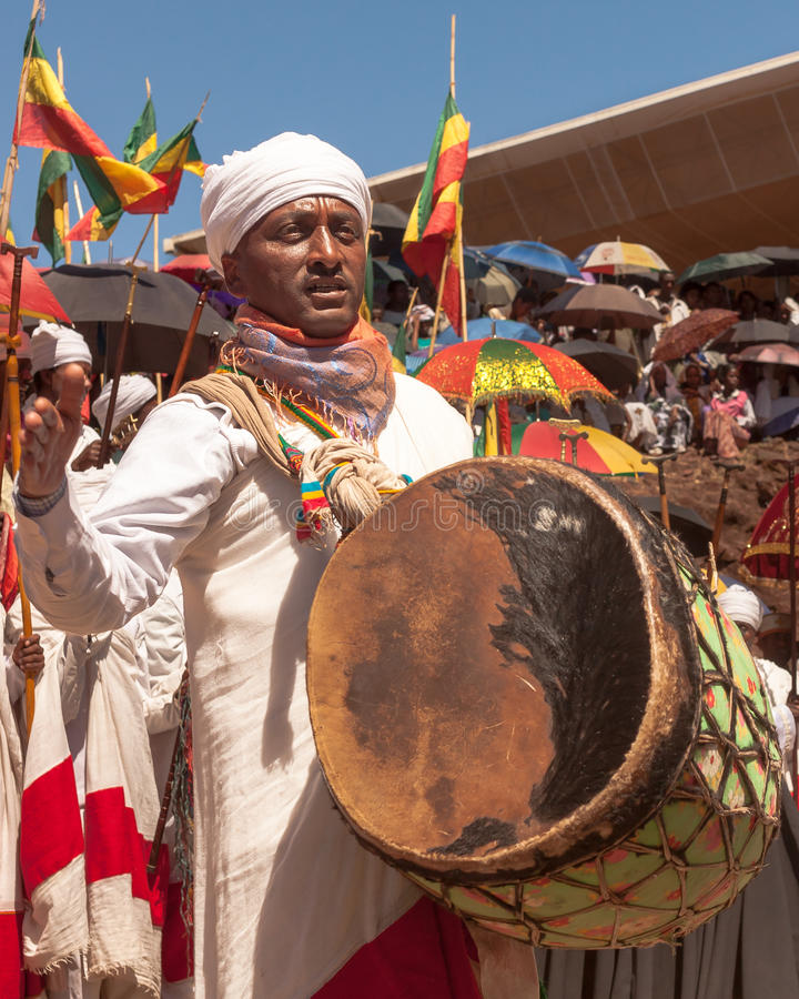 Musiker während Timkat-Festivals lizenzfreies stockbild