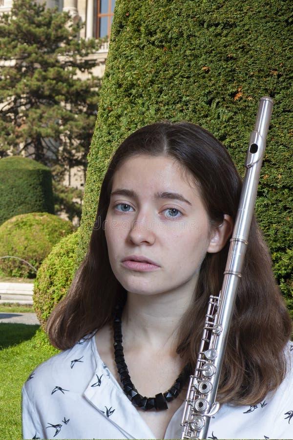 Musikerflöjtisten Girl Flute Player arkivfoton