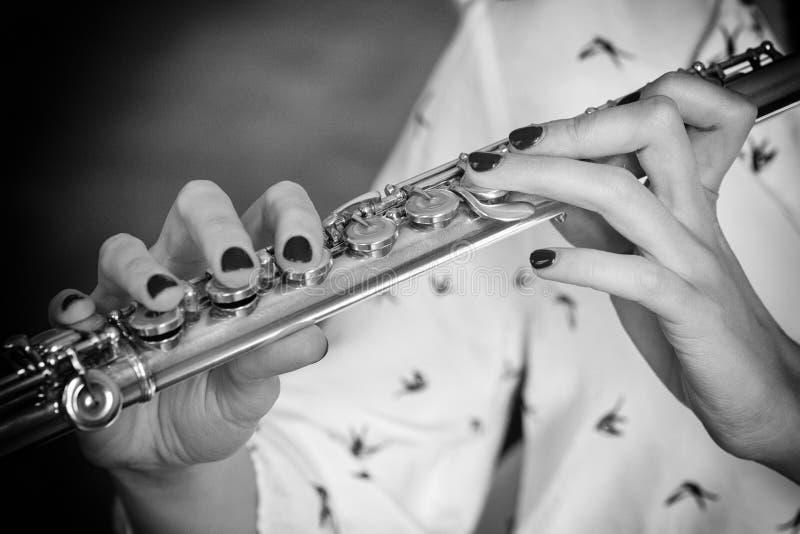 Musikerflöjtisten Girl Flute Player arkivfoto