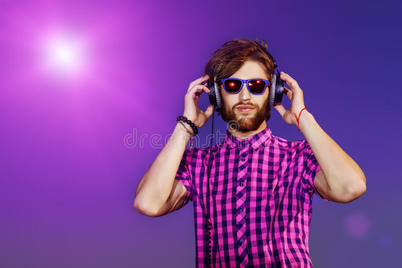 Musikhören lizenzfreies stockfoto