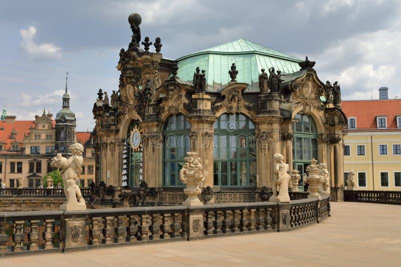 Musikinstrument för Glockenspiel ett slags med klockapaviljongen av den Zwinger slotten, Dresden, Sachsen Sachsen, Tyskland Deuts arkivfoto