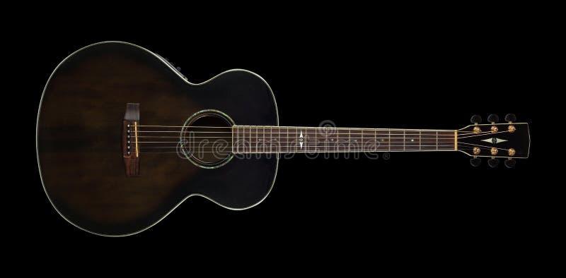 Musikinstrument - gitarr för brunt för bästa sikt akustisk på svart isolerat fotografering för bildbyråer